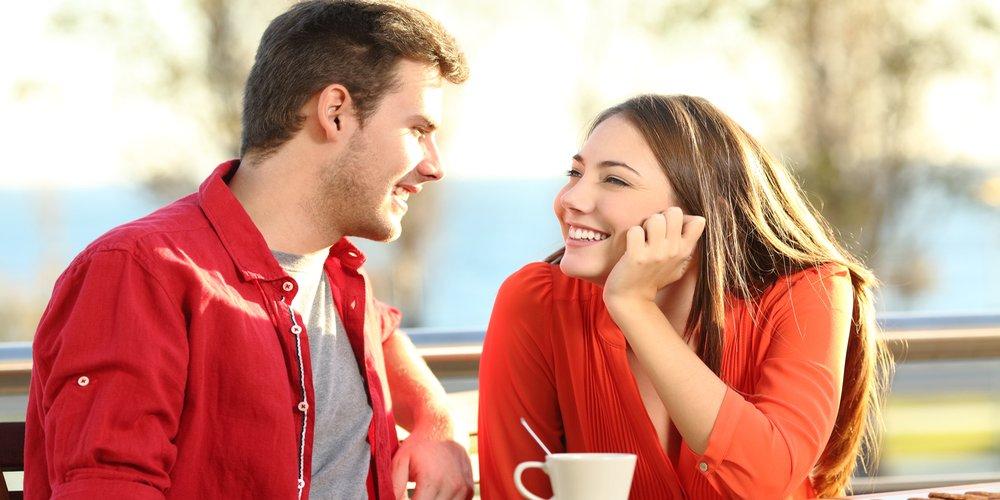 Как привлечь внимание парня при знакомстве
